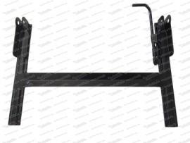 Sitzgestell mit flacher Verbindungsstrebe